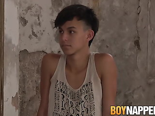 submissive twink maxxie rivers takes ass