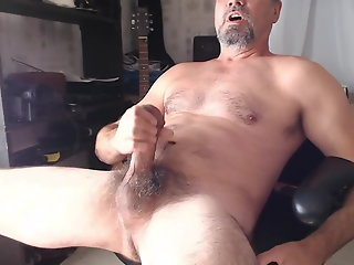 xxl hung hairy daddy shoots cum
