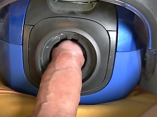 vacuum cleaner makes cumming