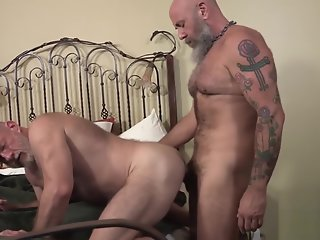 bearfilms nick maduro sucked barebacks cub